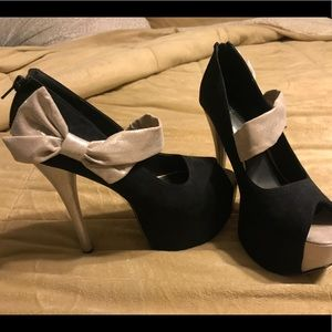 Just Fab black heels with a bow